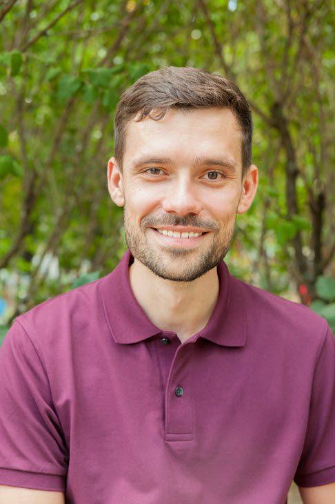 Florian Günther von Berlin Hypnose vor der Praxis in Charlottenburg